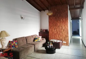 casa en Los Almendros-Belén, con 3 Habitaciones y Balcón - 142 mt2.