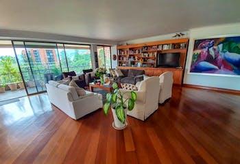 Apartamento en La Loma del Indio, Poblado - Tres alcobas