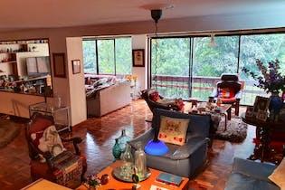 Casa en El Poblado, Medellin - 338mt, cinco alcobas, balcón