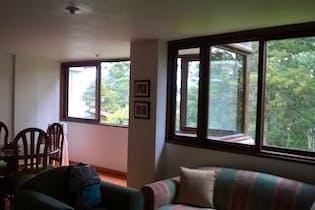Casa en San Lucas - Envigado, cuenta con tres niveles