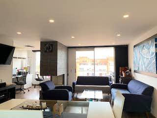 Una sala de estar llena de muebles y una televisión de pantalla plana en Apartamento En Venta En Bogota Cedritos-Usaquén