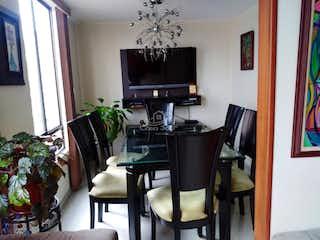 Una sala de estar llena de muebles y una televisión de pantalla plana en TORRES VILLA ALSACIA