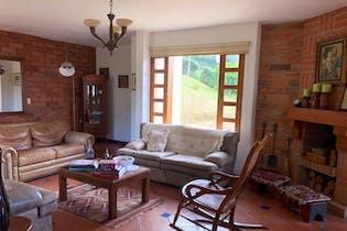 Casa en Loma del Escobero-Envigado, con 3 Habitaciones - 450 mt2.
