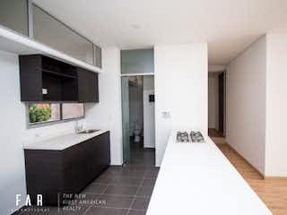 Un cuarto de baño con dos lavabos y una bañera en Obras Diecinueve