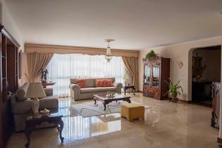 Apartamento En El Poblado - Castropol, con tres habitaciones