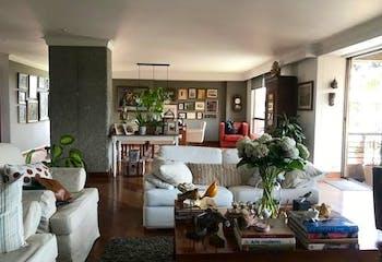 Apartamento en El Tesoro, Poblado - 300mt, tres alcobas, balcón