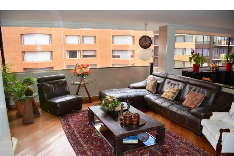 Portada Apartamento en venta en Barrio La Carolina de 240m2.