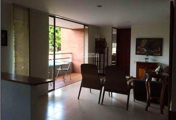 Apartamento en Patio bonito - Poblado Medellín, cuenta con tres habitaciones
