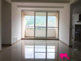 Una ventana que está en una habitación pequeña en Apartamento en Bello, Navarra - 68mt, tres alcobas, balcón