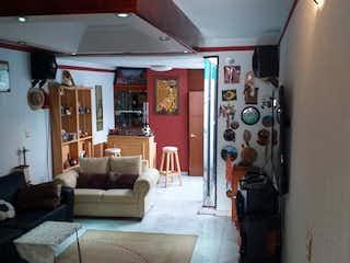 Una sala de estar llena de muebles y una chimenea en Casa en venta en Azcapotzalco con jacuzzi 200 m2
