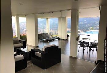 Casa en La Loma del Barro-Envigado, con 7 Habitaciones - 6400 mt2.