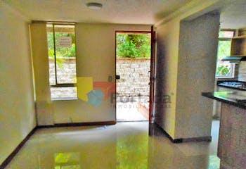 Casa en Loma del Indio, Poblado - 110mt, tres alcobas, balcón