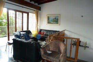 Casa en Estadio-Medellín, con 4 Habitaciones - 216 mt2.