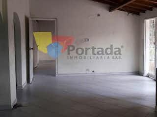 Una habitación con una señal en la pared en No aplica