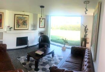 Casa en llano grande - 1581 mts, 2 parqueaderos cubiertos.