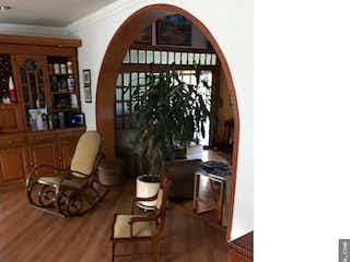 Una sala de estar llena de muebles y una ventana en VENTA CASA CHIA, V La Balsa- 3 alcobas