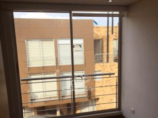 Una ventana que tiene una ventana en ella en Casa en venta en Tiquiza, 103mt de tres niveles