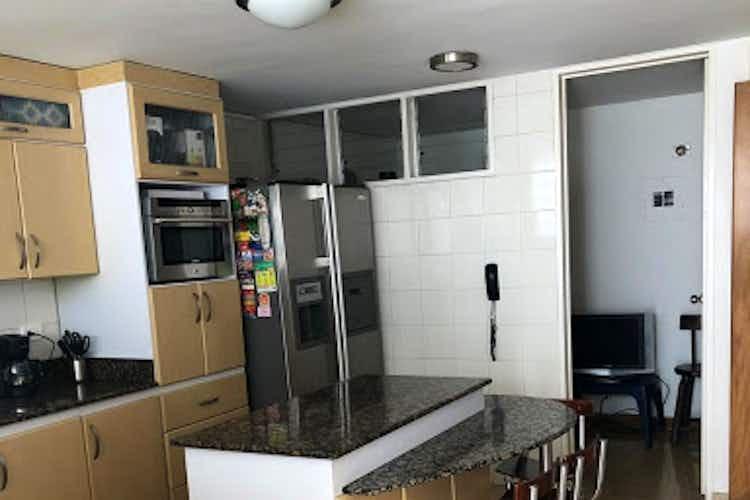 Portada Casa en Zuñiga - Envigado, cuenta con cuatro habitaciones
