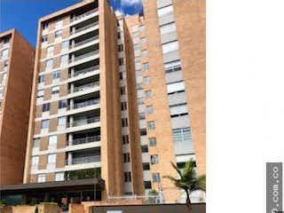 Un edificio alto sentado al lado de una calle en Apartamento en venta en Prado Veraniego de 3 habitaciones