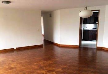 Apartamento en El  Poblado, cuenta con tres habitaciones