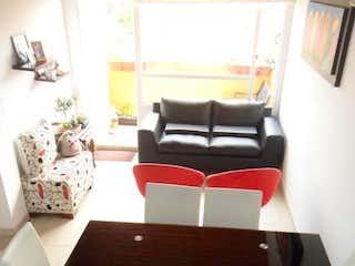Un cuarto de baño con un lavabo y un inodoro en Apartamento En Bogota - Villas Del Mediterraneo-Usaquén, cuenta con dos habitaciones