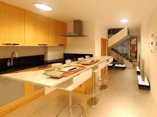 Una cocina con una mesa y sillas en ella en Apartamento en La América, Medellín