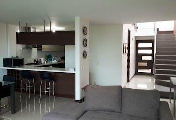 Casa en venta en Loma Del Atravezado 266m² con Piscina...