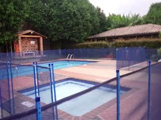 Una vista de una casa y una piscina en Casa en Venta LAS BRISAS