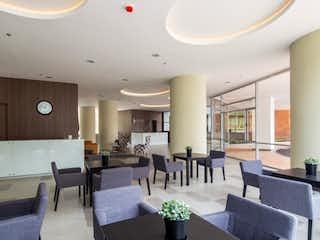 Una sala de estar llena de muebles y una mesa en Apartaestudio en Venta VEREDA LA CONVENCION