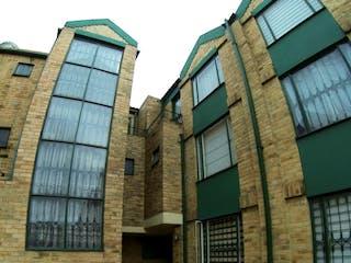Un gran edificio de ladrillo con una gran ventana en Casa en Venta PINAR DE SUBA