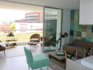 Una sala de estar llena de muebles y una ventana en Suite Portanova seniors club
