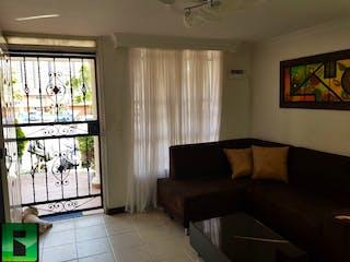 Una sala de estar llena de muebles y una ventana en Casa en Venta NIQUIA