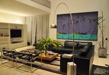 Apartamento en Los Balsos, Poblado - 305mt, tres alcobas, balcón