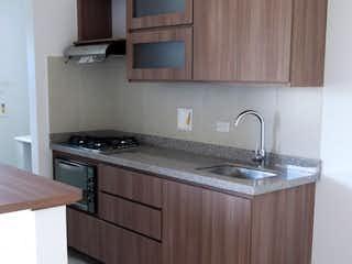 Una cocina con una estufa de fregadero y armarios en Apartamento en Venta CENTRO