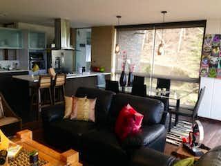 Una sala de estar llena de muebles y una ventana en Apartamento en Venta EL RETIRO