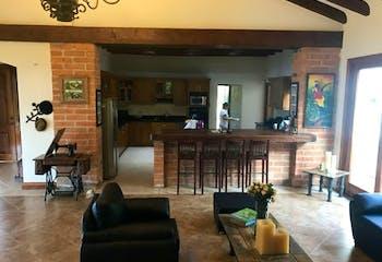 Casa en Variante Caldas, La Estrella - 480mt, tres alcobas, deck, terraza