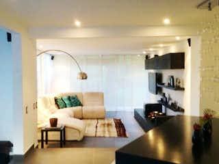 Una sala de estar llena de muebles y una televisión de pantalla plana en CA HIMALAYA INDEPENDIENTE