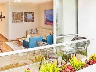 Un cuarto de baño con un lavabo y un espejo en Apartamento en Venta LOMA DEL ESCOBERO