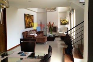 Casa En Envigado - Loma de Los Benectinos, cuenta con tres habitaciones con closet.