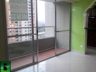 Una cocina con nevera y una ventana en Apartamento en venta en  Bello, Dos Alcobas.