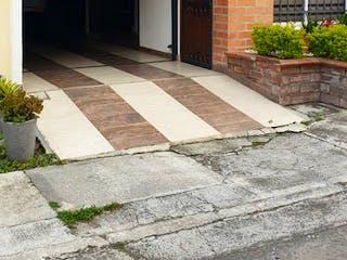 Un gran edificio de ladrillo con una gran ventana en Casa en Venta CENTRO