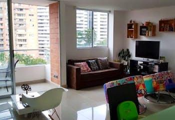Apartamento En El Esmeraldal - Envigado, cuenta con tres habitaciones