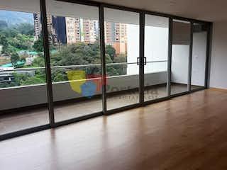 Una vista de una vista desde la ventana de un edificio en Apartamento En La Loma de las Brujas - Envigado, cuenta con tres habitaciones