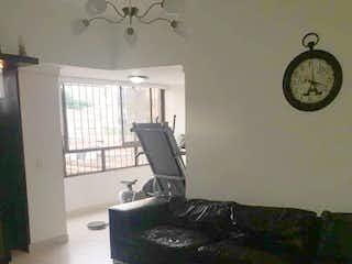 Una sala de estar llena de muebles y un reloj en san francisco