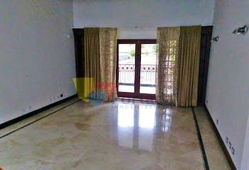 Casa en El Poblado-El Tesoro, con 4 Habitaciones - 520 mt2.