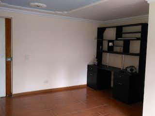 Una habitación con mucho equipaje en el suelo en Apartamento en Altamira, Robledo - Tres alcobas