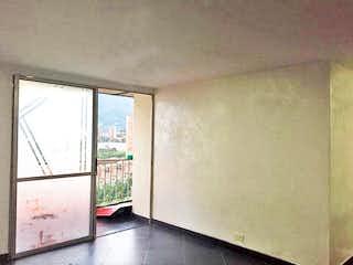 Un baño que tiene una ventana en él en Apartamento en Suramerica, Itagui - Dos alcobas,