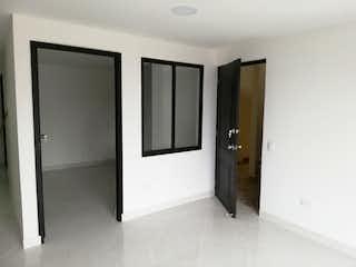 Un cuarto de baño con ducha y lavabo en Apartamento en San German, Robledo - Tres alcobas