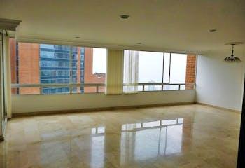 Apartamento en El Tesoro, Poblado - 174mt, tres alcobas, balcón