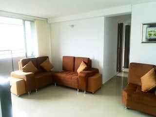 Una sala de estar llena de muebles y una ventana en Pitriza